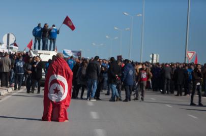 الشباب التونسي.. بين المشاركة والبقاء على الهامش