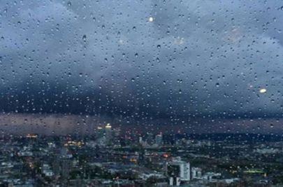 طقس الإثنين: أمطار غزيرة منتظرة في هذه المناطق