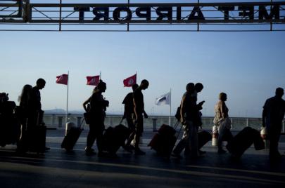 تهم التونسيين بالخارج: قضية استعجالية لإلغاء الزيادات في المعاليم القنصلية