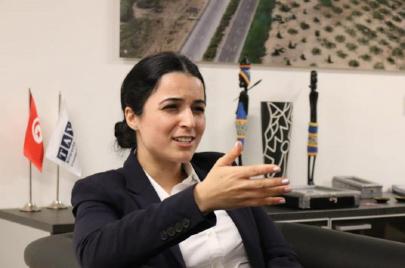 إقالة ألفة الحامدي من مهامها على رأس الخطوط التونسية