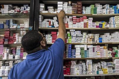 نقص توفر الأدوية.. سياسة الموت البطيء في تونس؟