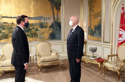 السيناتور كريس ميرفي يحث الرئيس التونسي على إنهاء الحالة الاستثنائية
