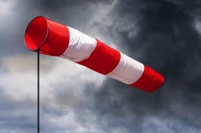 طقس الثلاثاء: أمطار متفرقة ورياح قوية