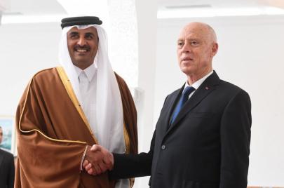 أمير قطر يجدد الدعوة لرئيس الجمهورية لزيارة دولة قطر