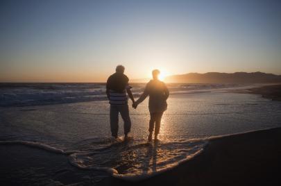 الحب بعد الخمسين.. اختبار خطير للّياقة العاطفيّة (قصص حقيقية)