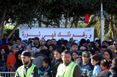 إثر دعوات لتغيير الدستور وحل البرلمان.. مخاوف من المطالب