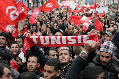 تونس: تحوّلات محلية وإقليمية وصعوبات في مسار بناء الديمقراطية