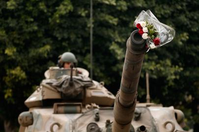 استثناء الجيش التونسي في منطقة الانقلابات.. لماذا استمر في حياده السياسي؟