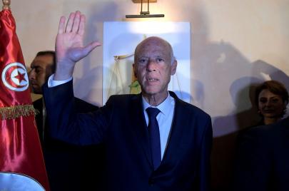 أحزاب تهنئ قيس سعيّد بانتخابه رئيسًا لتونس