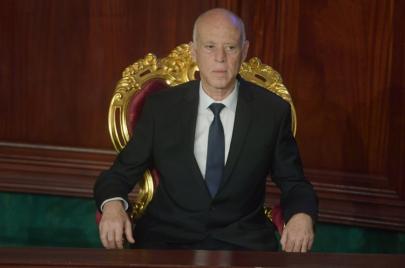 أمر رئاسي يقر صلاحيات شبه مطلقة للرئيس في تونس وتعليق لمعظم أبواب الدستور