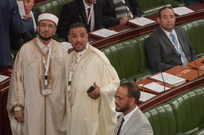 عندما تلتقي السلفية بالشعبوية: ائتلاف الكرامة ومرونة السلفية السياسية في تونس