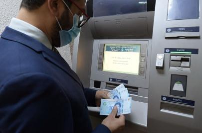 البنك المركزي يدعو إلى تأمين عمليات السحب من الموزعات الآلية خلال عطلة العيد