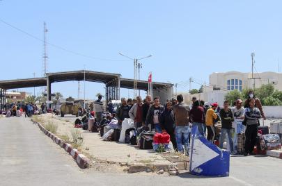 إجلاء 250 تونسيًا عبر معبر رأس جدير