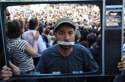 الإعلام التونسي.. خريف الأزمة يتلو ربيع التعددية