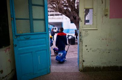 المدارس في الأرياف.. حيوانات مفترسة وجدران آيلة للسقوط