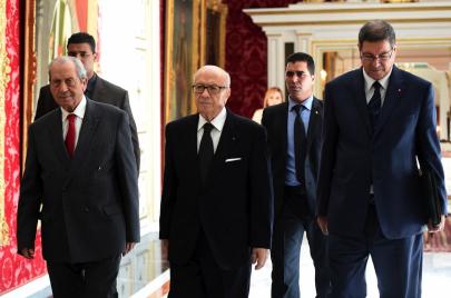 تونس.. رسائل حافلة الأمن الرئاسي