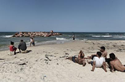 شواطئ الساحل التونسي.. تحدي التلوث واستغلال الملك العام