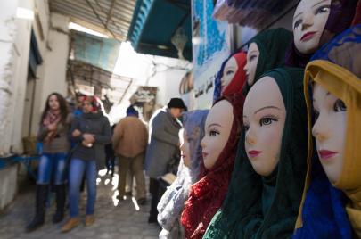 قصص فتيات قررن نزع الحجاب