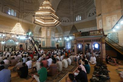 حياد المساجد زمن الانتخابات.. إعفاء للأئمة المترشحين ووعاظ للمراقبة