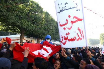 الثورة التونسية.. الأسئلة الدائمة لثورة الألفية الثالثة