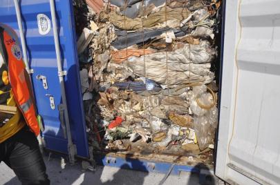 فضيحة النفايات الإيطالية في تونس..  وزراء ومسؤولون وراء القضبان